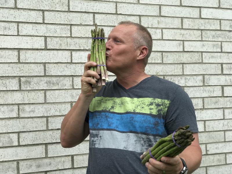 Michael Pruitt kisses Asparagus