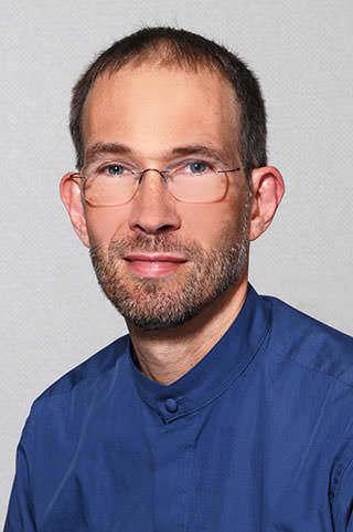 J L. Farr, MD